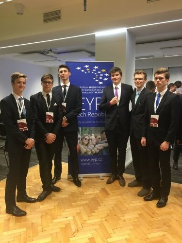 European Youth Parliament přináší popáté v řadě další úspěch žákům Gymnázia Kroměříž